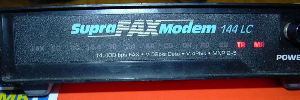 04 Supra Fax Modem 144 LC의 정면에서 본 사진